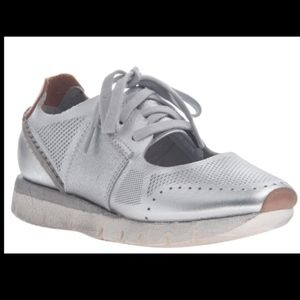 STAR DUST IN SILVER SNEAKERS Size7 NEW